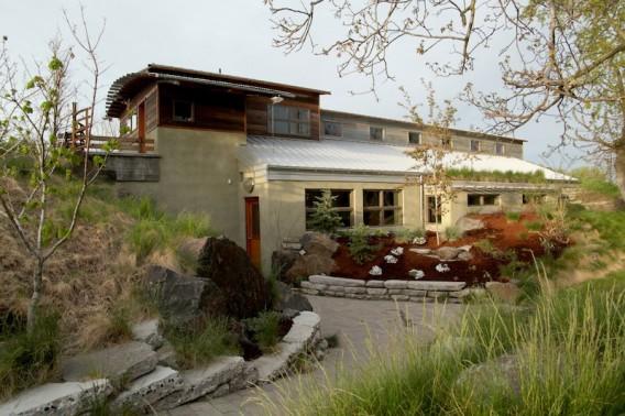 Красивый дом из утильсырья в Валла-Валла