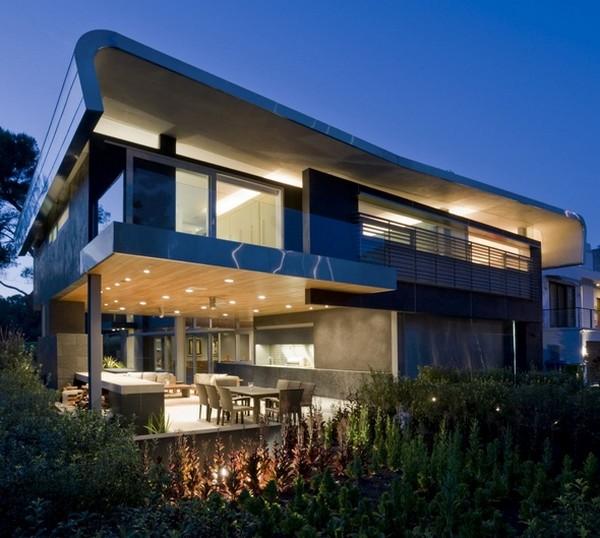 красивый дом в Лос-Анджелесе с оригинальными архитектурными деталями