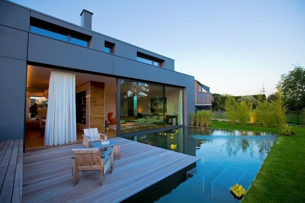 Дом с большими окнами - терраса