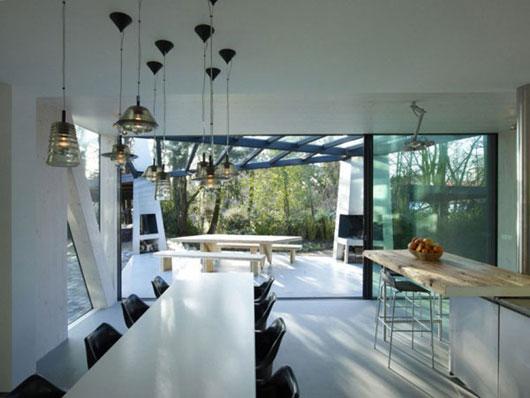 дом у пруда - столовая