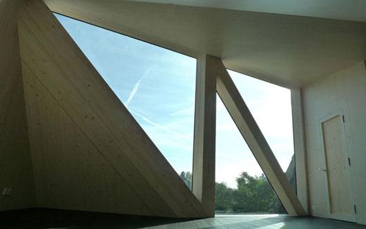 дом у пруда - окна