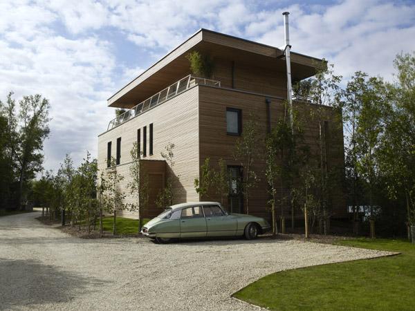 Роскошный загородный дом для отдыха у озера