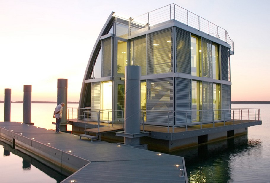 Современный плавающий дом у причала фото 4