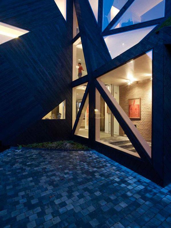 Дом с авангардными зенитными фонарями фото 6