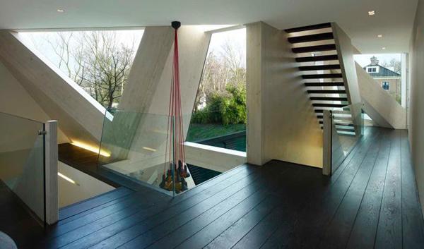 Дом с авангардными зенитными фонарями фото 4