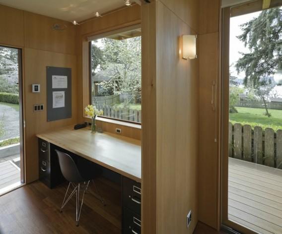 интерьер домика с газонной крышей по проекту Russ Hamlet