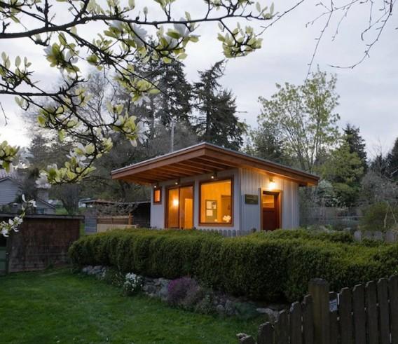 Гостевой домик с газонной крышей по проекту Russ Hamlet
