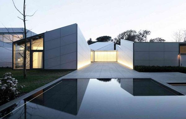Неординарный загородный дом по проекту OAB