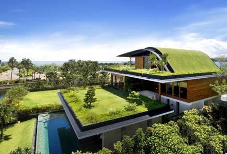Дом с многоуровневым озеленением фасада фото 1