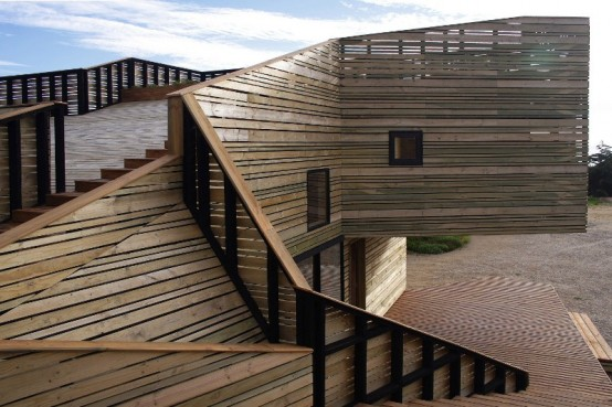 деревянный дом крепость по проекту José Ulloa Davet