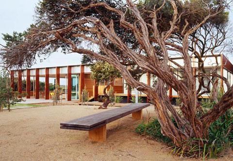 частный дом из вторичной древесины по проекту Robert Watson