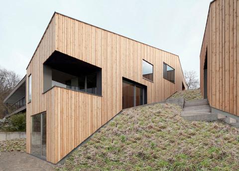 деревянный дома-близнецы по проекту Destilat