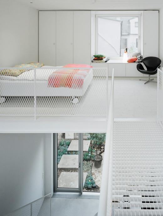 спальня в современном таунхаусе в минималистском стиле по проекту Elding Oscarson