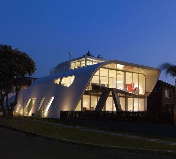 красивый дом «Лента Мебиуса» по проекту Tony Owen Partners