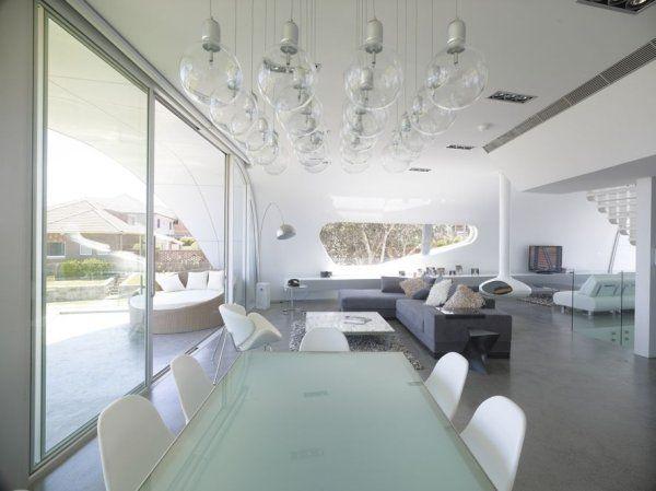 столовая в доме «Лента Мебиуса» по проекту Tony Owen Partners