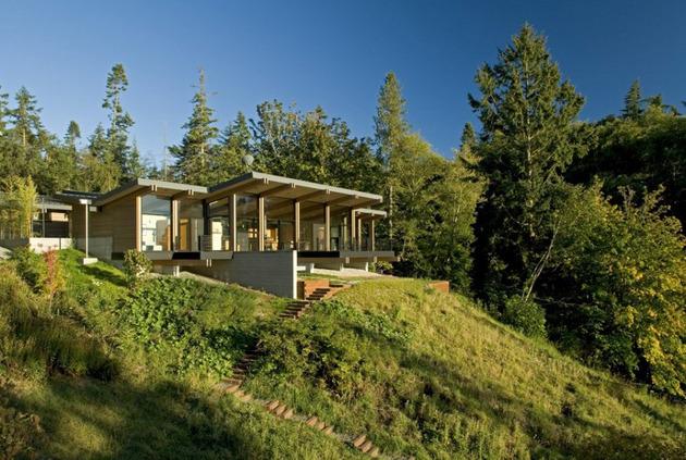 Деревянный дом в гармонии с природой