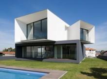 Современный многоуровневый дом с панорамным видом (9)