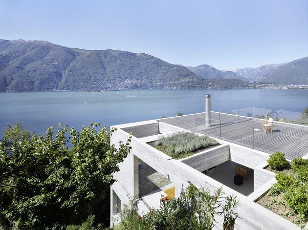 бетонный дом в с террасой
