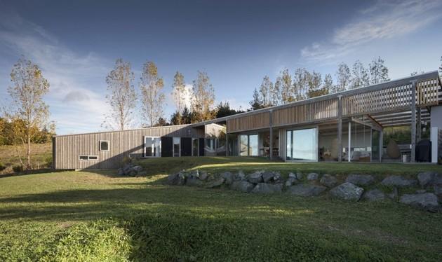 Проект загородного дома обшитого планкеном