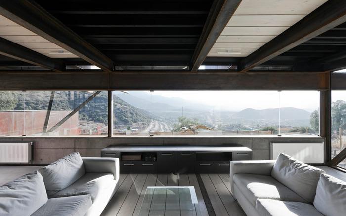 дом из металла фото гостиной