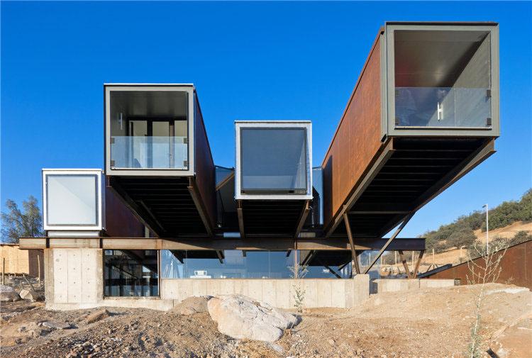 Дом из металла Caterpillar House в Чили
