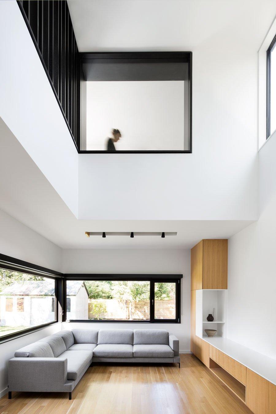 Полная реконструкция бетонного дома гостиная