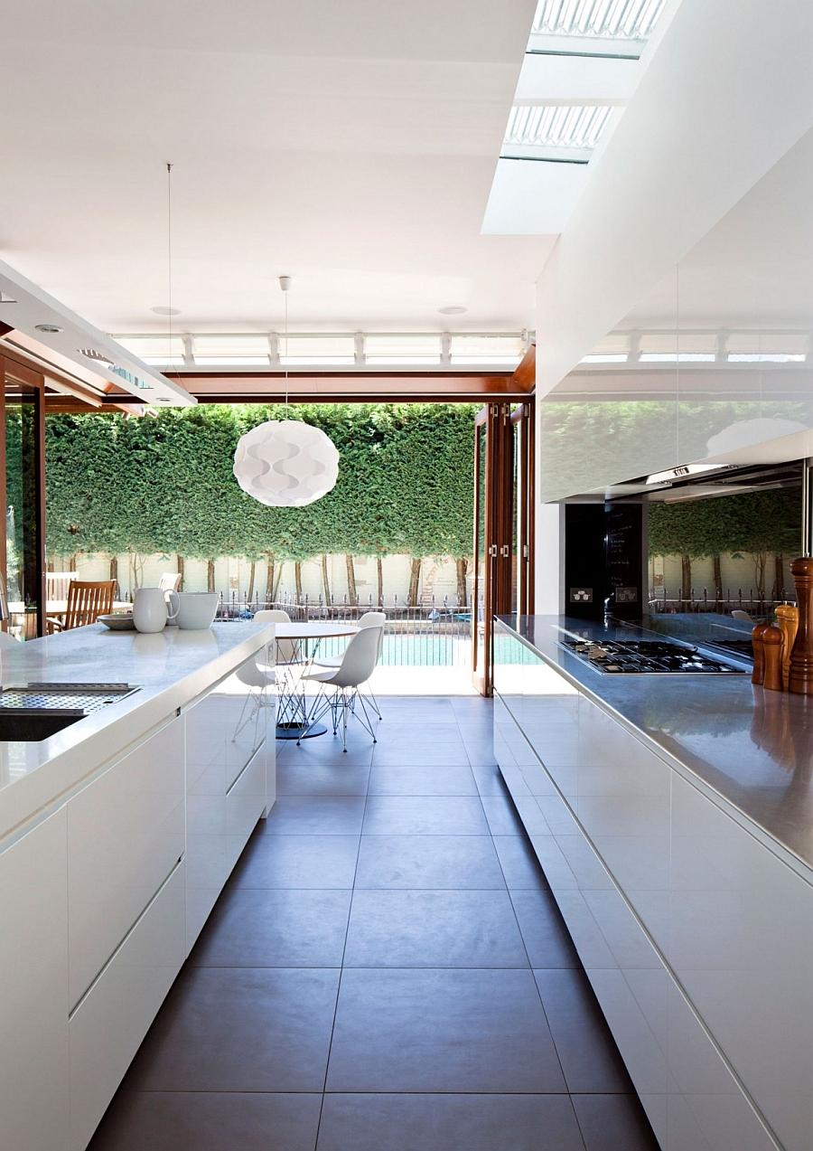 Интерьер кухни достроенного дома