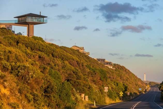 Частный дом с панорамным остеклением - фото 1