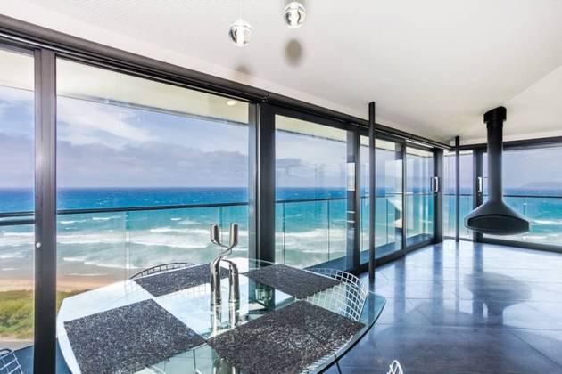 Частный дом с панорамным остеклением - фото 5