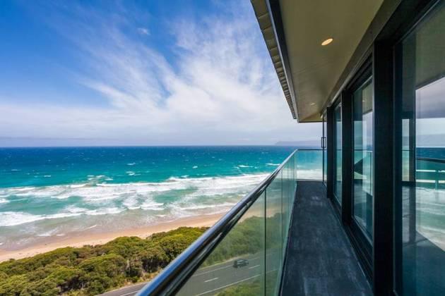 Частный дом с панорамным остеклением - фото 4