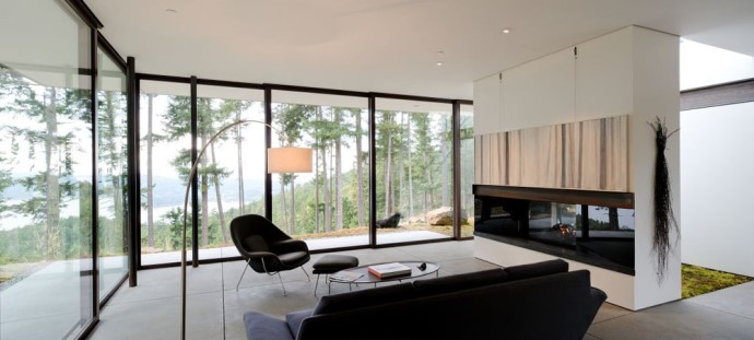 Интерьер дома с террасой