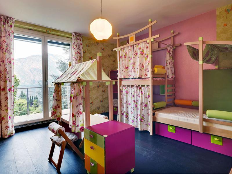 Фото виллы у озера Комо - детская комната