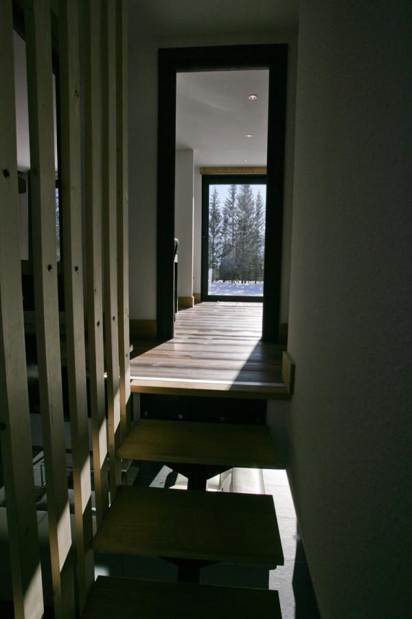 переделка сарая в дизайнерский коттедж (11)