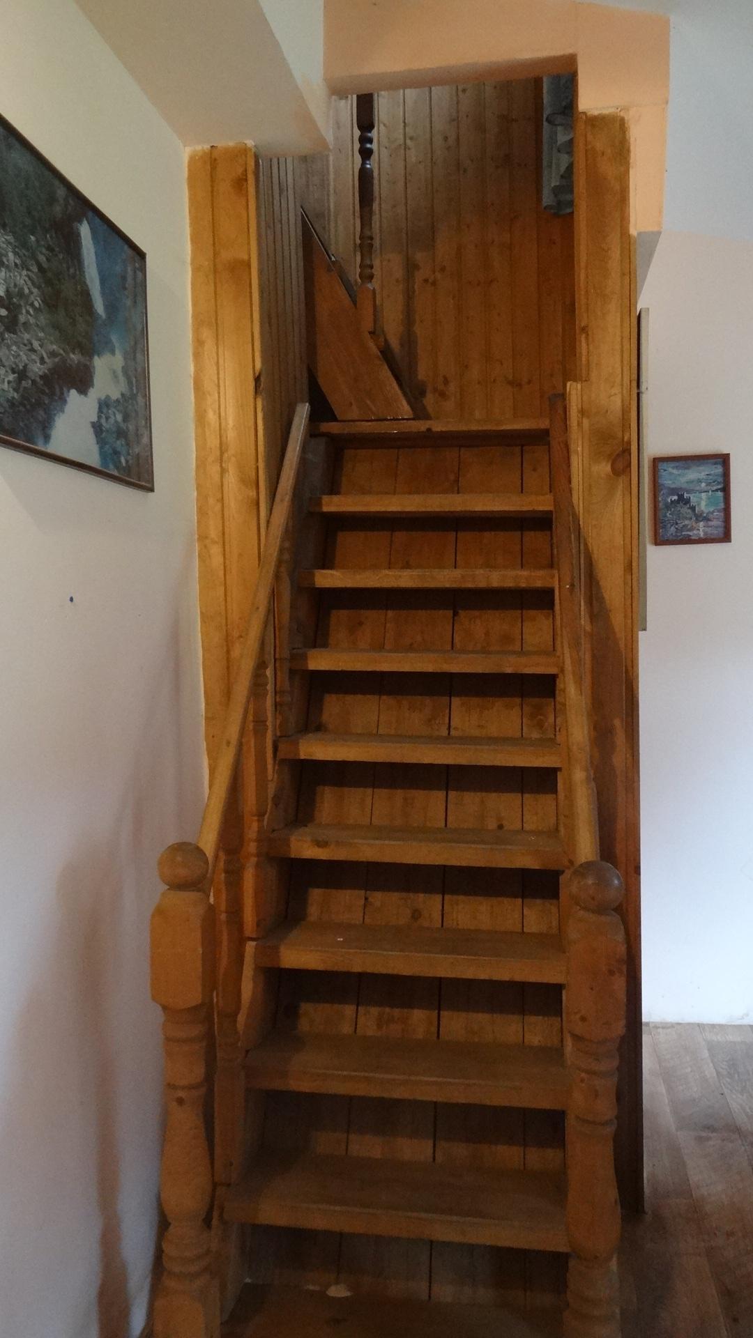 Лестницы на второй этаж на дачу 66
