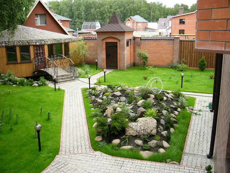 Оригинальный ландшафтный дизайн вокруг дома фото