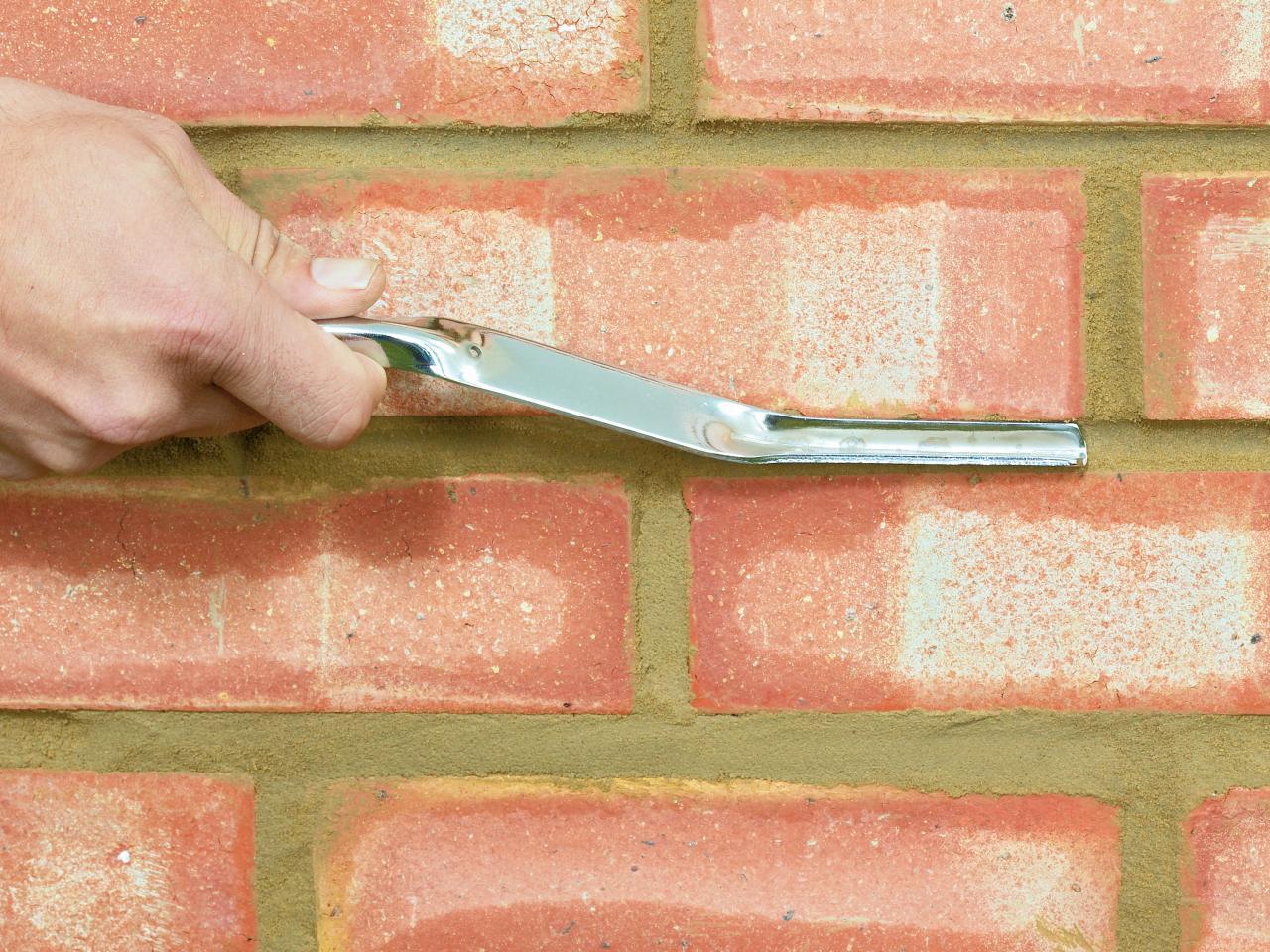 Чем отмыть кирпич от цемента своими руками