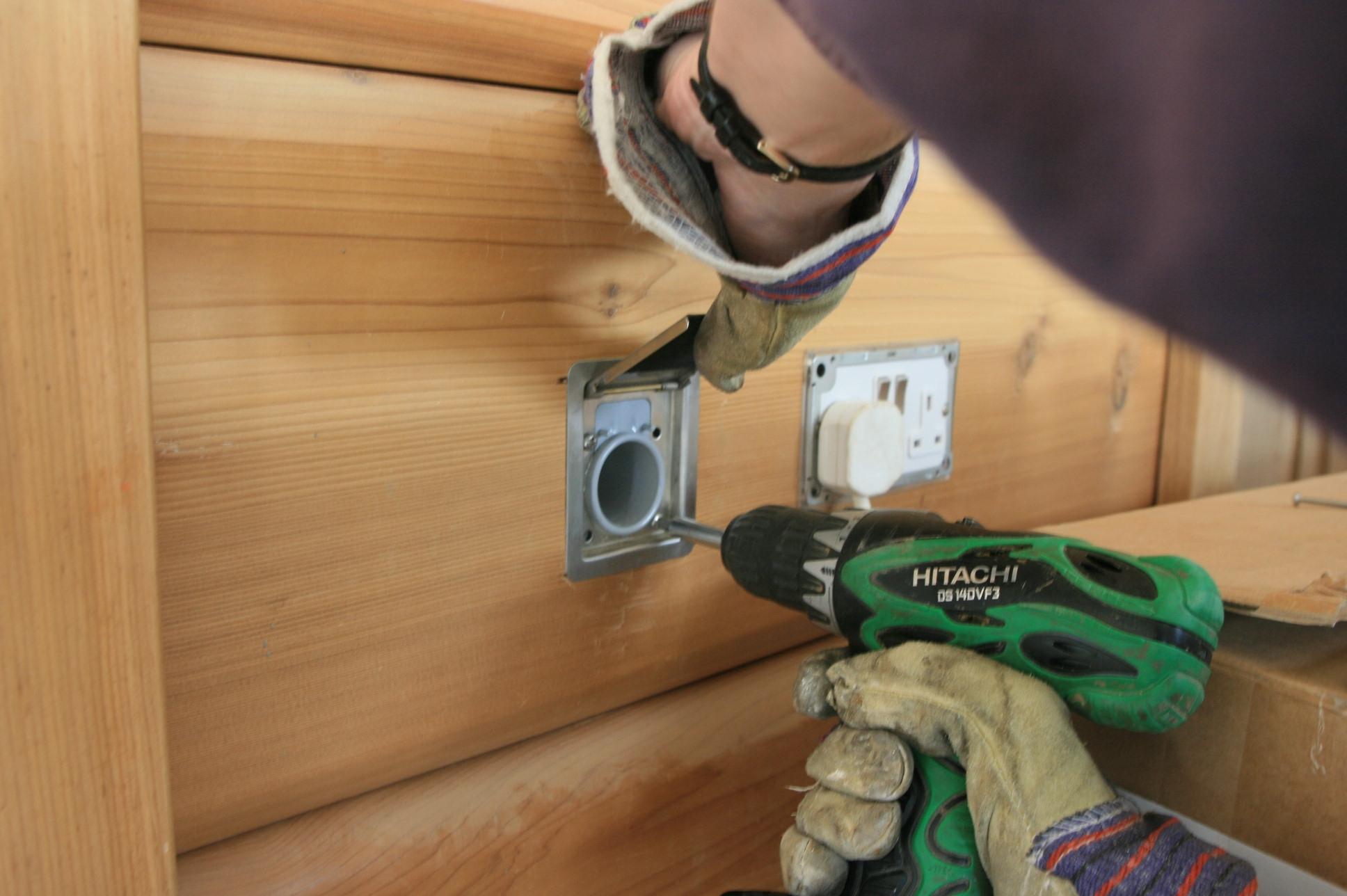 Установка выключателей в деревянном доме
