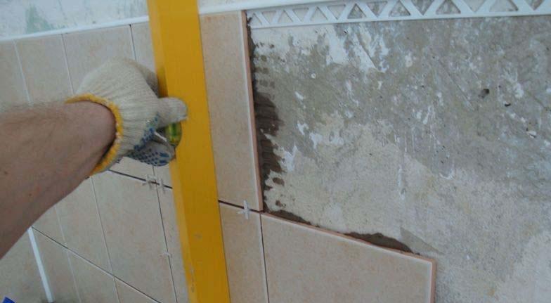 Как укладывать плитку на стену своими руками