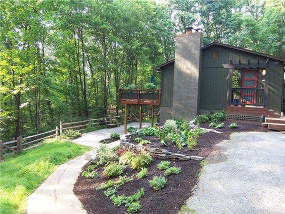 Дом с деревянной террасой