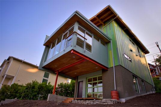 Ярко-зеленый дом