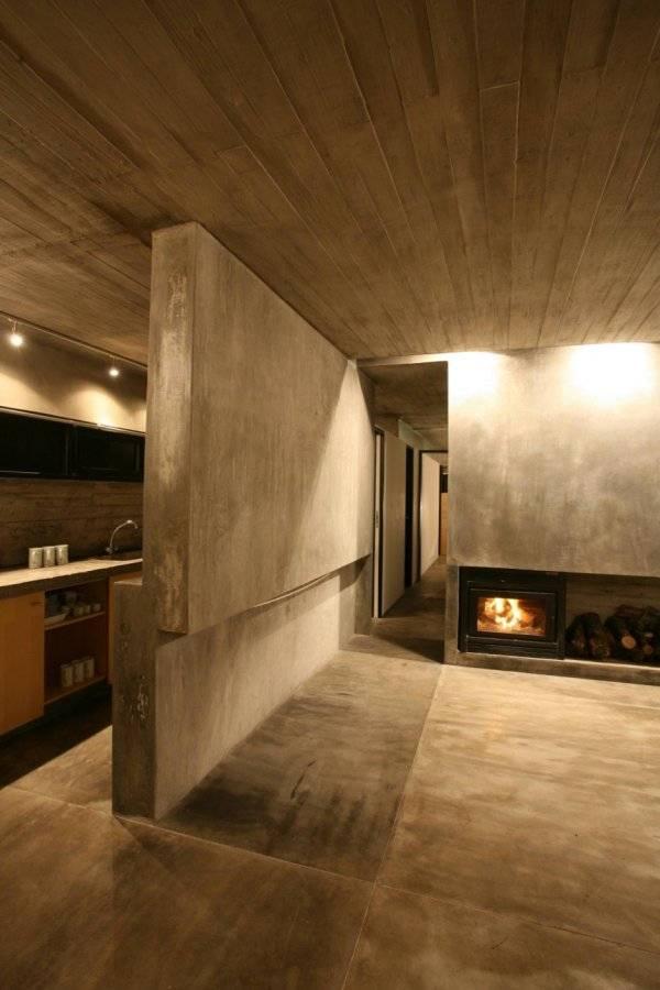 Дом из бетона - камин