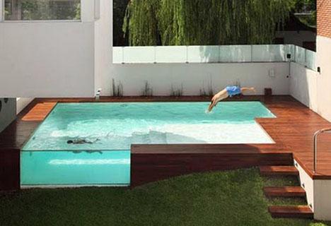 Вилла с роскошным деревянным патио и надземным бассейном фото 1