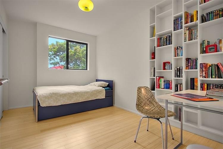 Бюджетный дом - интерьер гостевой спальни