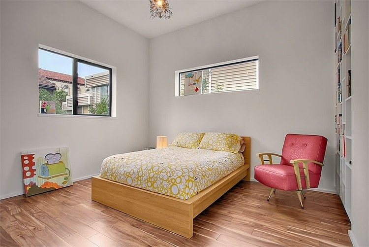 Интерьер спальни в бюджетном доме