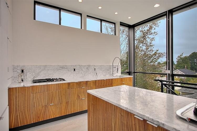 Бюджетный дом -  фото кухни