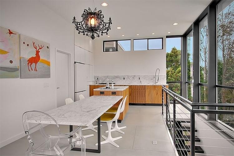 Бюджетный дом - другой ракурс на кухню