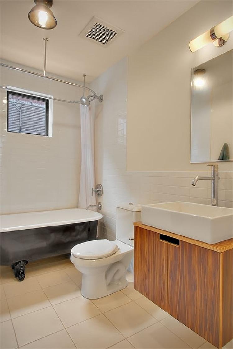 Бюджетный дом - туалет и ванная комната