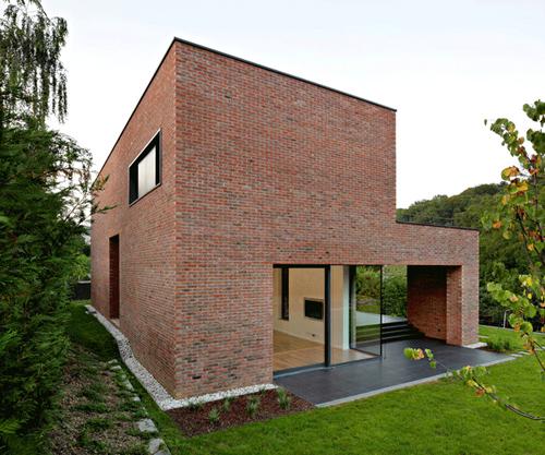 кирпичный дом по проекту DVA Arhitekta