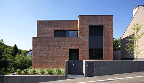 фото кирпичный дом по проекту DVA Arhitekta