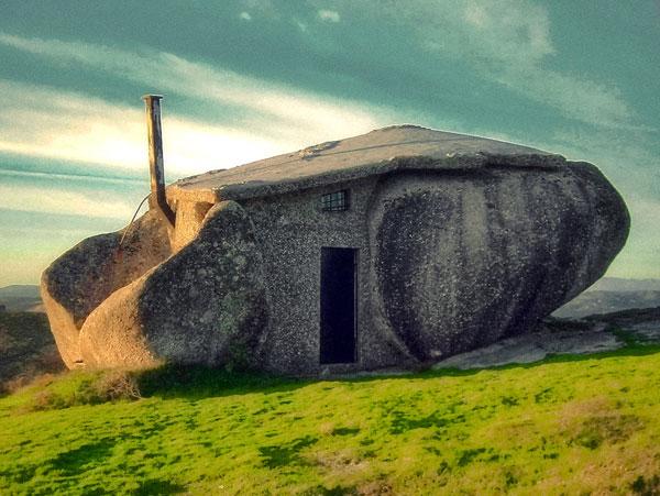 Дом из камня фото